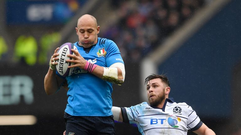 Italy's Sergio Parisse take a rare lineout ball for Italy