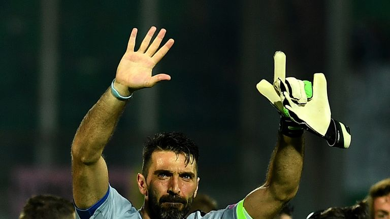 Italy's goalkeeper Gianluigi Buffon greets fans at the end of the FIFA World Cup 2018 qualification football match between Italy and Albania on March 24, 2