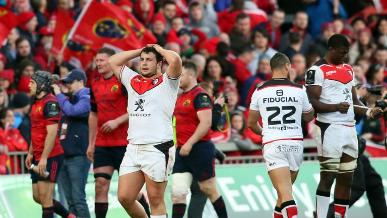 Toulouse's French prop Dorian Aldegheri (L) and Toulouse players react to another defeat
