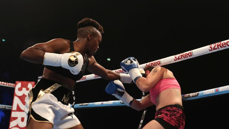 Nicola Adams won every round on her professional debut against Virginia Noemi Carcamp