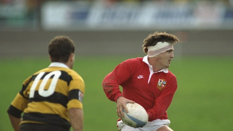 Stuart Barnes in action for the Lions against Taranaki during the 1993 tour