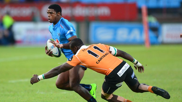 Warrick Gelant of the Bulls tries to evade Raymond Rhule of the Cheetahs