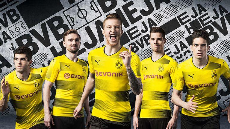 Marco Reus et ses coéquipiers modélisent le nouveau kit domicile du Borussia Dortmund. (Photo: Puma)