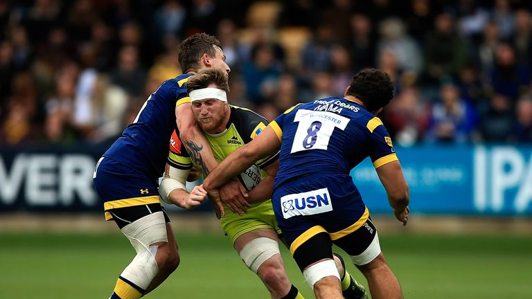 Brendon O'Connor of Leicester is tackled by Ryan Mills (L) and Marco Mama (R) of Worcester