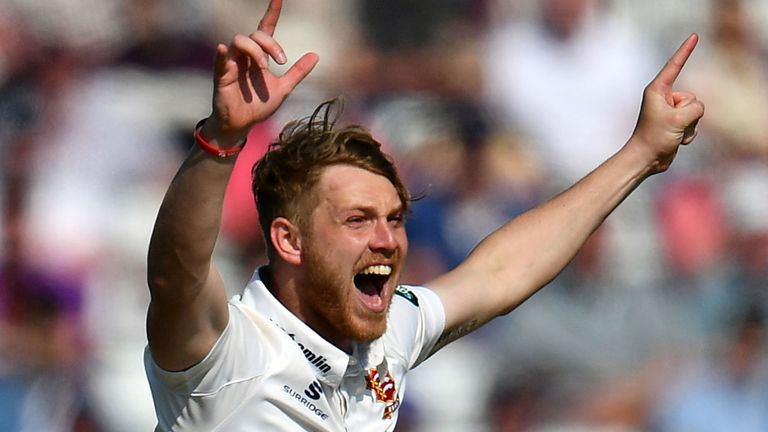 Jamie Porter picked up 3-17 for Essex as Hampshire folded