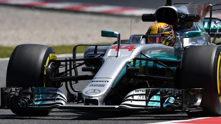 Hamilton takes pole in Spain