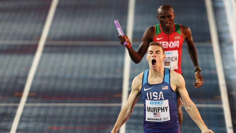 Clayton Murphy wins gold for the USA in the 4x800m relay at the World Relays Championships