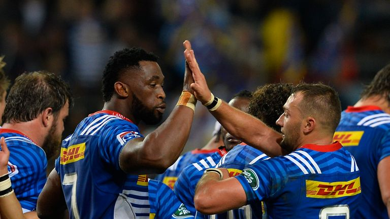 Siya Kolisi (c) and Dewaldt Duvenage celebrate a Stormers try