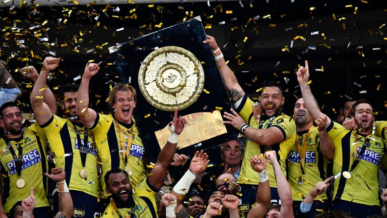Clermont's players celebrating their TOP 14 final victory at the Stade de France