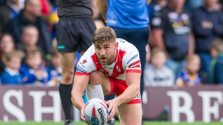 Tommy Makinson lines up a conversion