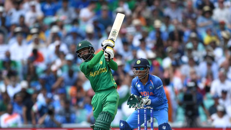 Hafeez picked up the mantle from the openers to take Pakistan's total beyond 300