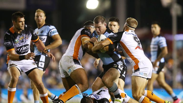 Paul Gallen has signed a one year contract extension to stay in the NRL and with Cronulla