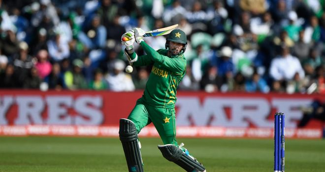 CT 17: Sarfraz leads by example, takes Pakistan to the semis