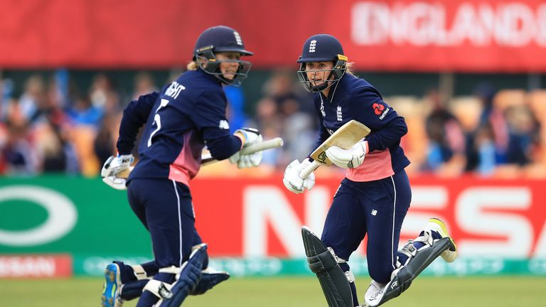 England's Natalie Sciver (right) and team-mate Heather Knight in action during the ICC Women's World Cup against Pakistan