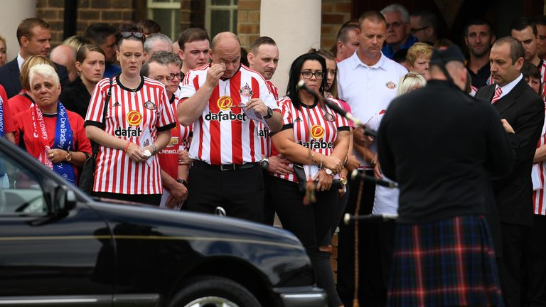 Skysports-bradley-lowery-funeral-hartlepool-mourners_4001488