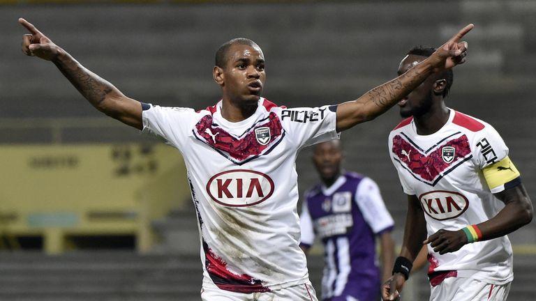Fulham close to signing striker Rolan