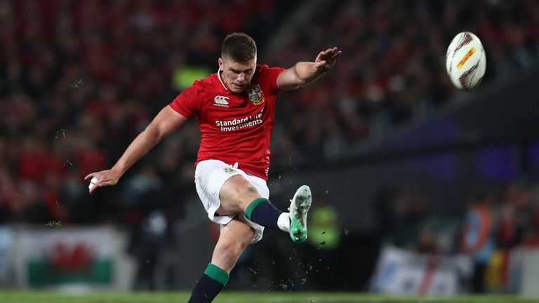 Owen Farrell kicks a penalty