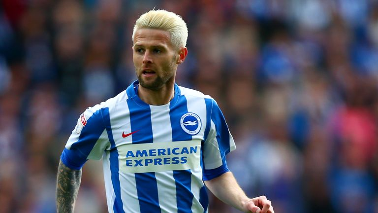 Oliver Norwood completes move from Brighton to Fulham on loan