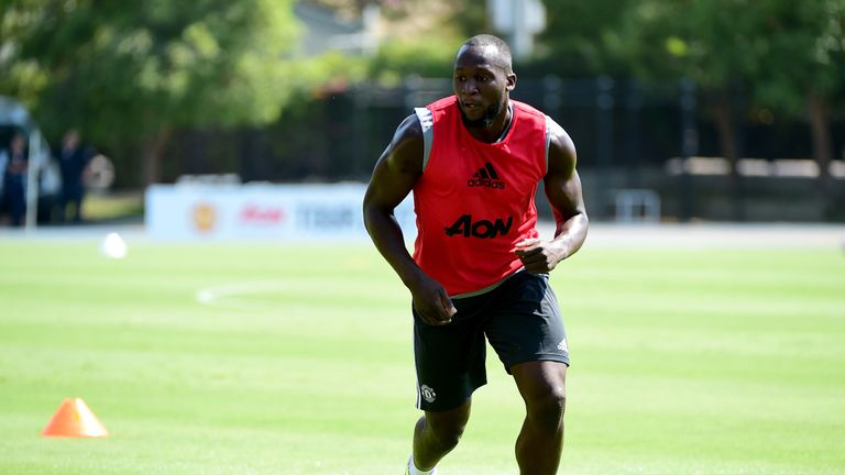 Lukaku trains with Manchester United at UCLA