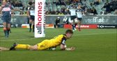 Amazing 'falcon' headed try