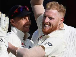 Joe Root congratulates Ben Stokes on bowling Quinton de Kock