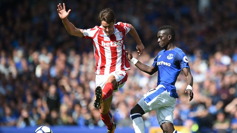 Bojan Krkic tussles with Idrissa Gueye at Goodison Park