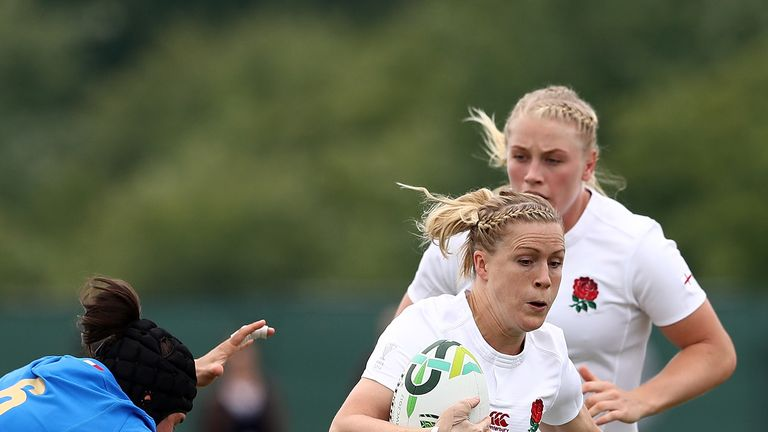 Danielle Waterman is tackled by Ilaria Arrighetti