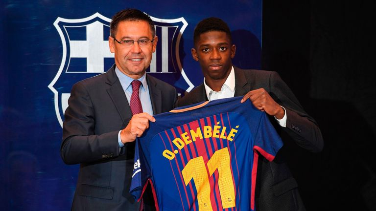 Ousmane Dembele poses alongside Barcelona president Josep Maria Bartomeu during his official presentation