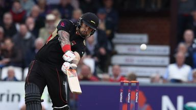 Cameron Delport blasted an unbeaten 109 as Leicestershire progressed to the last eight