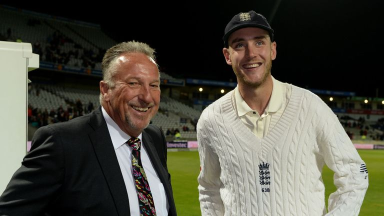 Ian Botham congratulates Stuart Broad on surpassing his own Test wicket tally