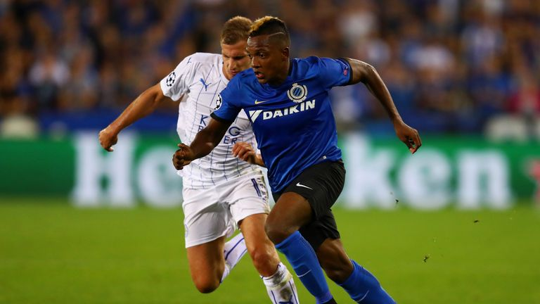 Marc Albrighton of Leicester City and Jose Izquierdo of Club Brugge in action during the UEFA Champions League match betwee