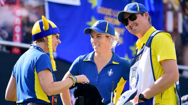 WEST DES MOINES, IA - AUGUST 20:  Melissa Reid of Team Europe laughs with Annika Sorenstam, and caddie Ben Brewer on the first tee during the final day sin