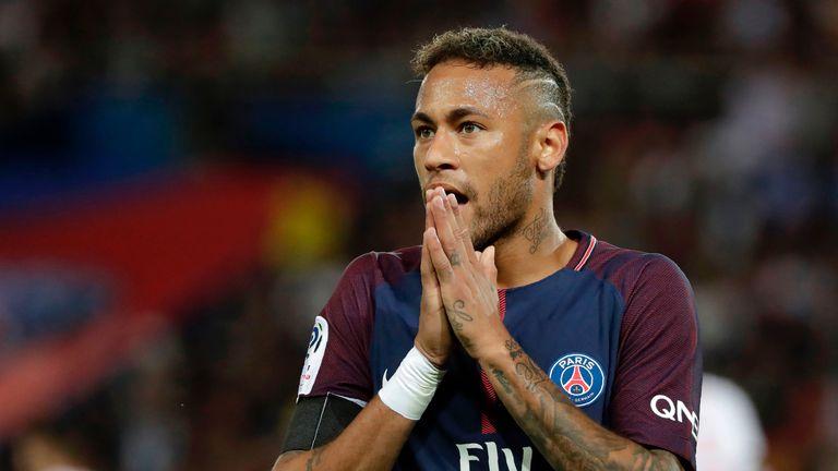 Neymar reacts during the Ligue 1 match against Toulouse at Parc des Princes
