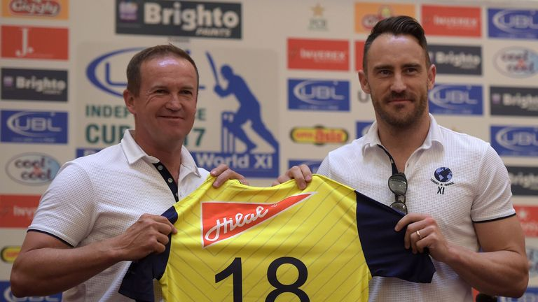 World XI coach Andy Flower poses for a picture with skipper Du Plessis