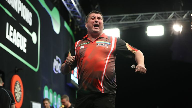 Mensur Suljovic's brilliant season continued as two wins made him the first man through to the semi-finals