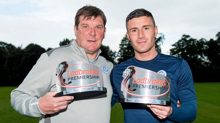 St Johnstone manager Tommy Wright (left) and Michael O'Halloran with their awards for August 2017