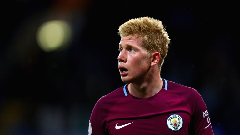 LONDON, ENGLAND - SEPTEMBER 30: Kevin De Bruyne of Manchester City looks on during the Premier League match between Chelsea and Manchester City at Stamford