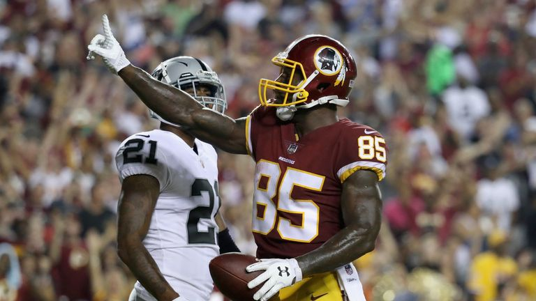 LANDOVER, MD - SEPTEMBER 24:  Tight end Vernon Davis #85 of the Washington Redskins celebrates after catching a second half touchdown pass in front of corn