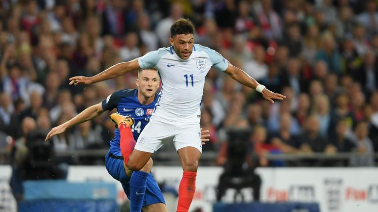 Oxlade-Chamberlain to start for England against Slovenia