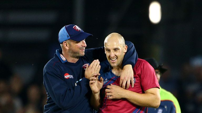 Darren Stevens (L) and James Tredwell (R) have signed new contracts at Kent