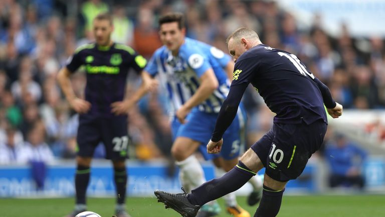 Wayne Rooney scores the equalising penalty for Everton