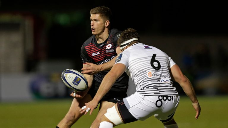 Owen Farrell of Saracens draws Guy Mercer of Ospreys during the sides European Rugby Champions Cup match.