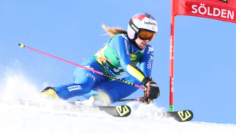 Marta Bassino flies down the slopes before her injury in Killington
