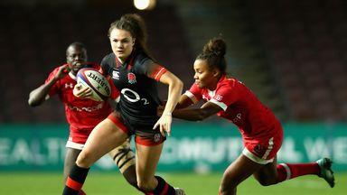 Ellie Kildunne attacks for England