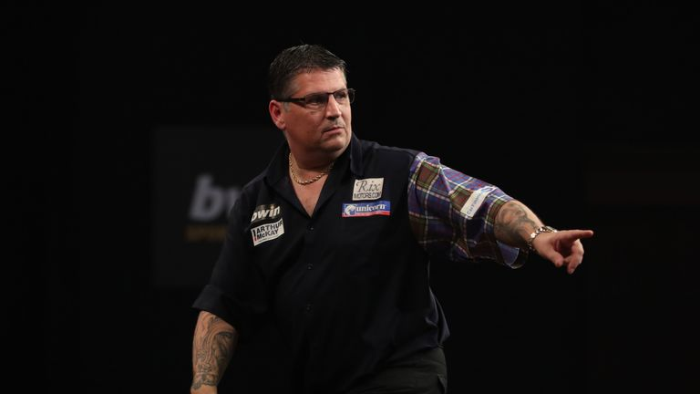 BWIN GRAND SLAM OF DARTS 2017.CIVIC HALL,.WOLVERHAMPTON.PIC;LAWRENCE LUSTIG.QUARTER-FINAL.MENSUR SULJOVIC V GARY ANDERSON.GARY ANDERSON IN ACTION
