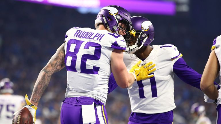 Kyle Rudolph #82 of the Minnesota Vikings celebrates his touchdown