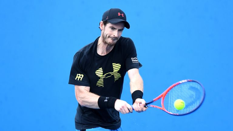 Andy Murray practices ahead of the Brisbane International