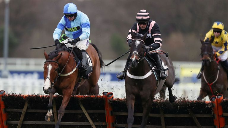 Claimantakinforgan (right) ridden by Nico de Boinville