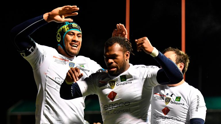 Clermont's Fijian wing Alvereti Raka (C) celebrates after scoring a try during the European Rugby Champions Cup rugby union match between Saracens and Cler