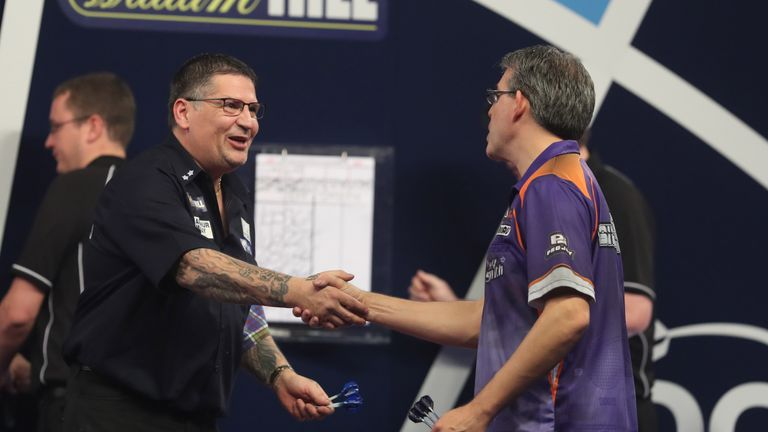 WILLIAM HILL WORLD DARTS CHAMPIONSHIP 2018.ALEXANDRA PALACE,LONDON.PIC;LAWRENCE LUSTIG.ROUND 1.GARY ANDERSON V JEFF SMITH.GARY ANDERSON IN ACTION